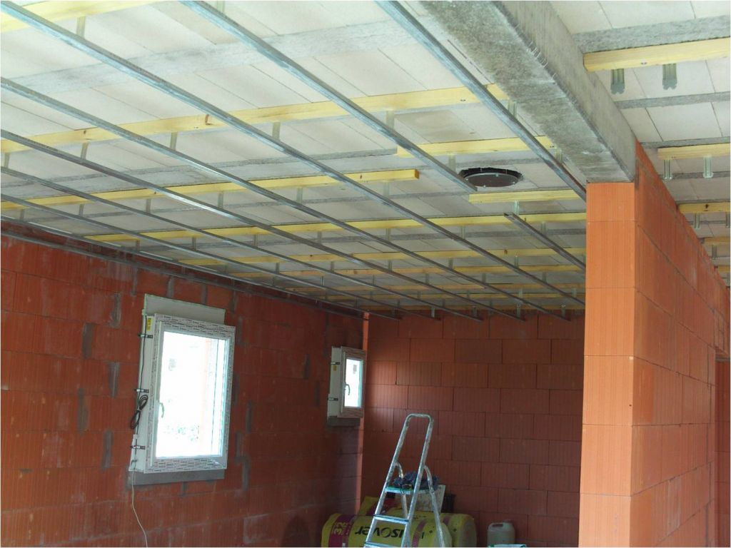 Comment fixer les suspentes sous un plafond hourdis b ton for Realiser faux plafond ba13