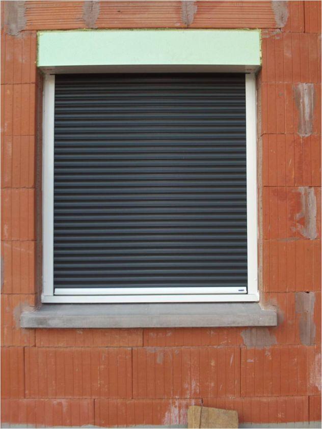 Fenêtre avec coffret roulant posé en appui