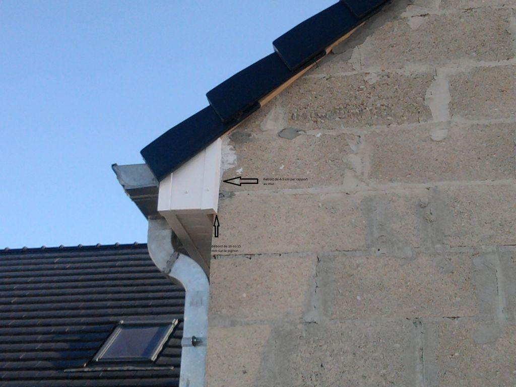 Corbeau PVC qui déborde de 4-5 cm sur pignon