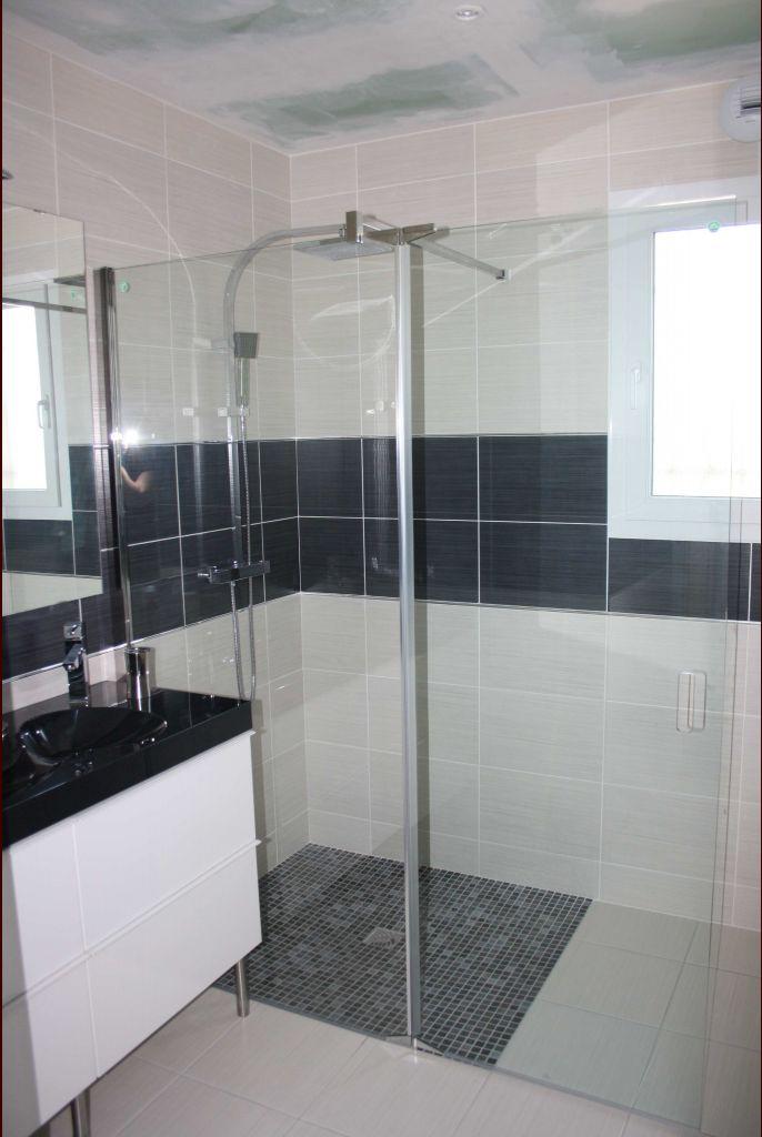 photos de vos salles de bain une fois termin es 1343 messages page 50. Black Bedroom Furniture Sets. Home Design Ideas