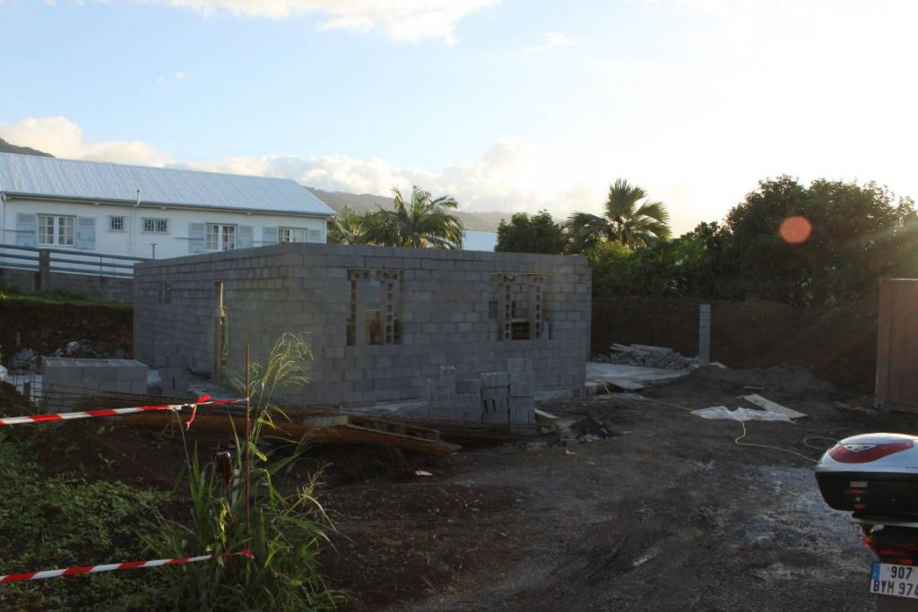 elevation des murs exterieurs terminés pour la maison, manque le garage