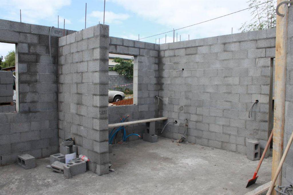 mur de séparation entre le cuisine et la salle à manger