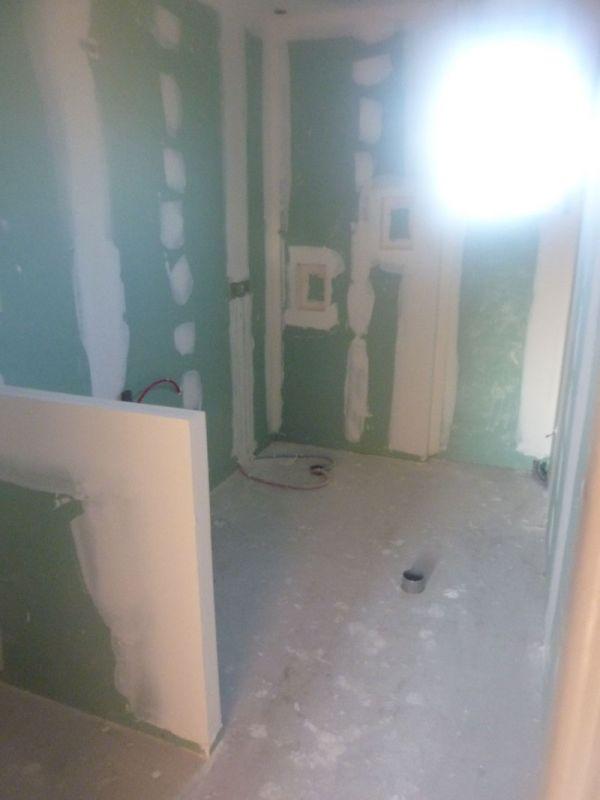 Salle de bain (future douche à l'italienne avec niches intégrées)