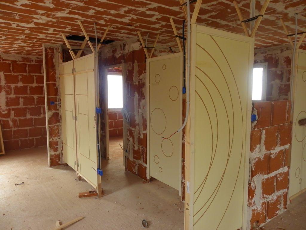 plafond termin portes int rieures pos es cloisons en brique en cours enduit va bientot. Black Bedroom Furniture Sets. Home Design Ideas