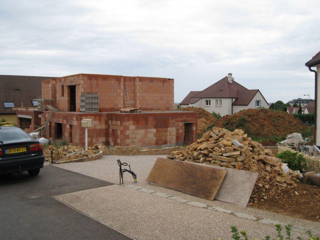 élévation des murs terminée et dalle superieure prete a etre coulée.