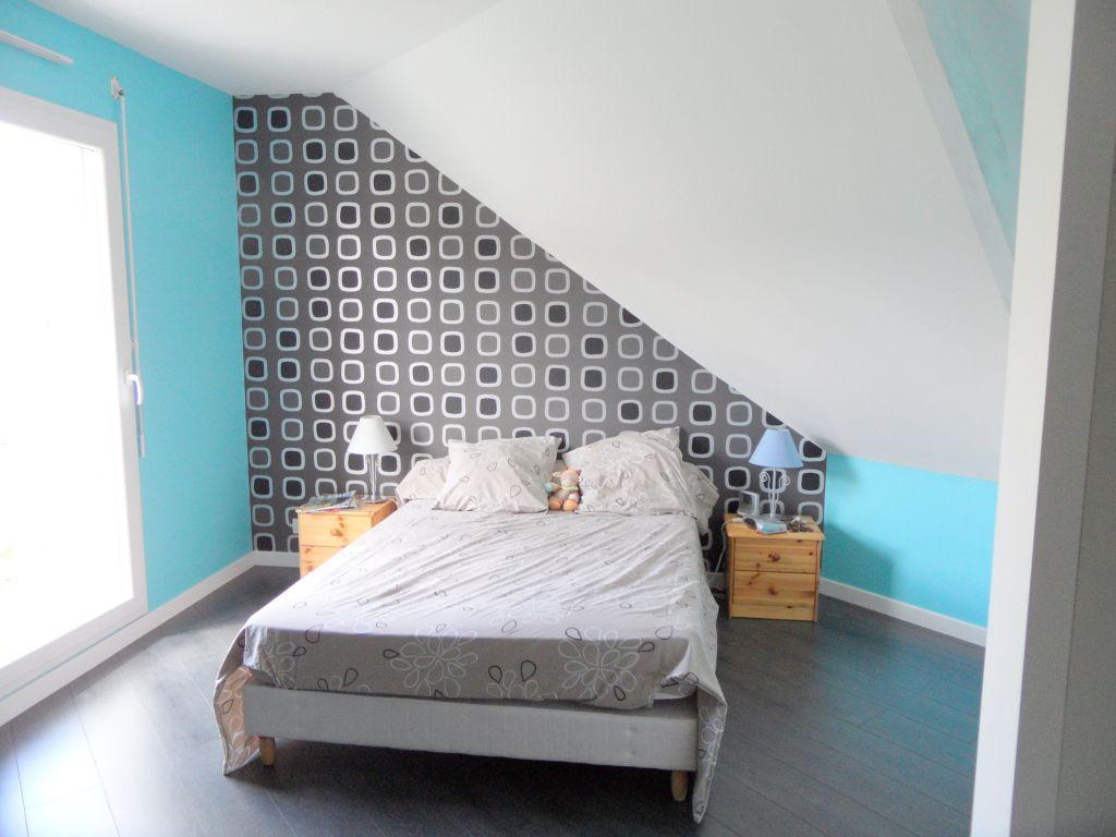 Chambre bebe mansarde for Repeindre sur une tapisserie