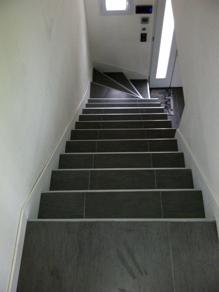 eclairage de la descente su sous sol travaux escalier main courante fixations et pon age. Black Bedroom Furniture Sets. Home Design Ideas