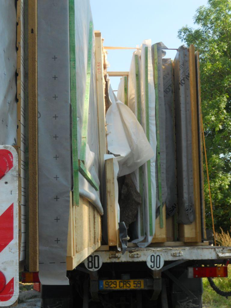 vue de la tranche <br /> Laine de bois à l'interieur   fibre de bois (3 cm) en extérieur   le bardage gris.