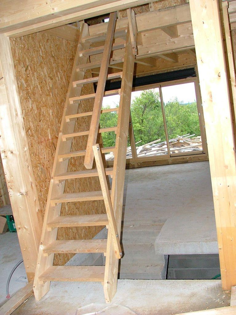 escalier provisoire prêté par l'artisan