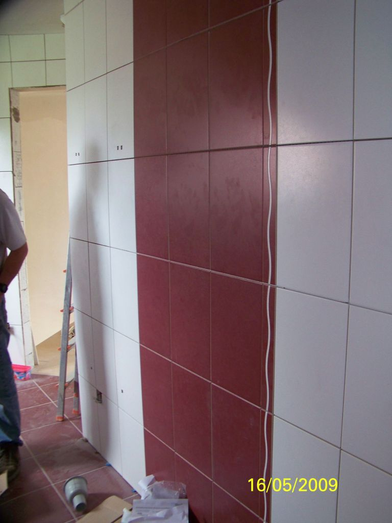 Carrelage salle de bain encore les murs suite salle de for Prix pose carrelage salle de bain