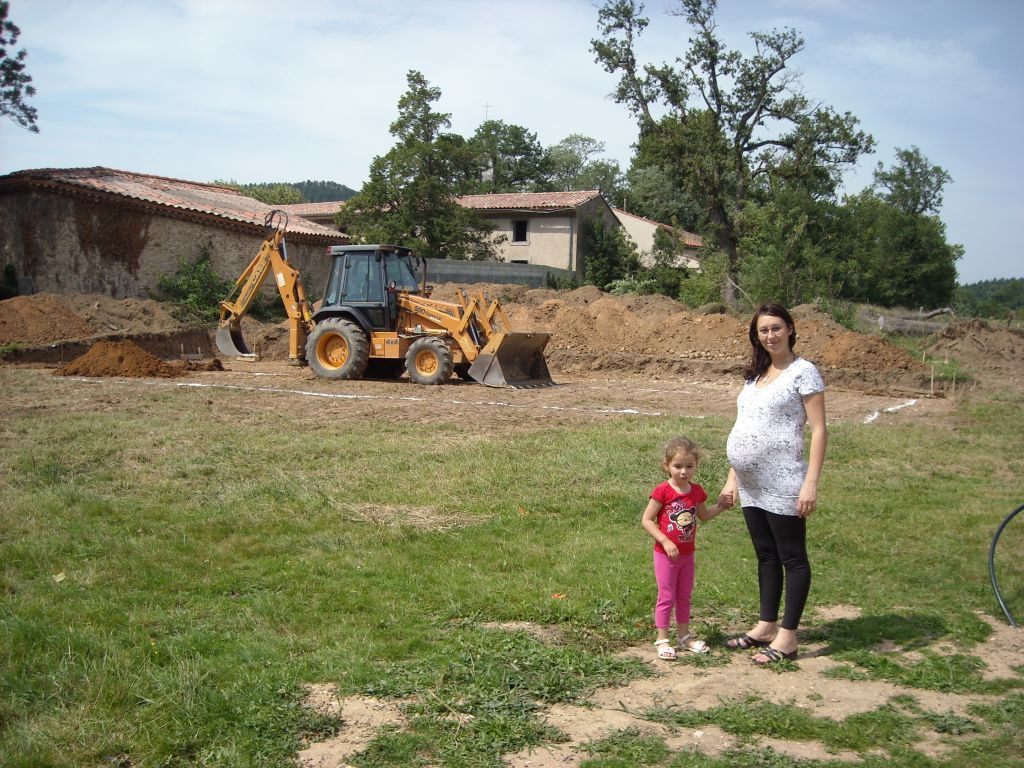 Chloé et Maman sur le chantier .. et futur bébé
