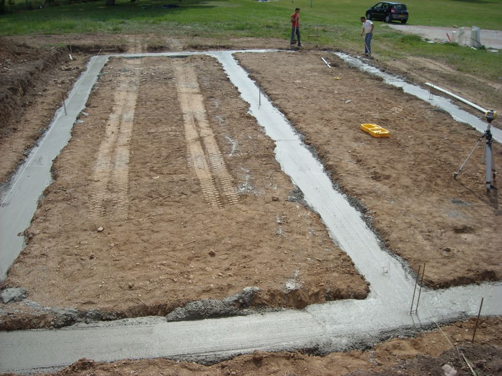 Et voila après 32m3 de béton le resultat de notre futur habitations ! les fondations font 50cm de large X 80cm de profondeur ...