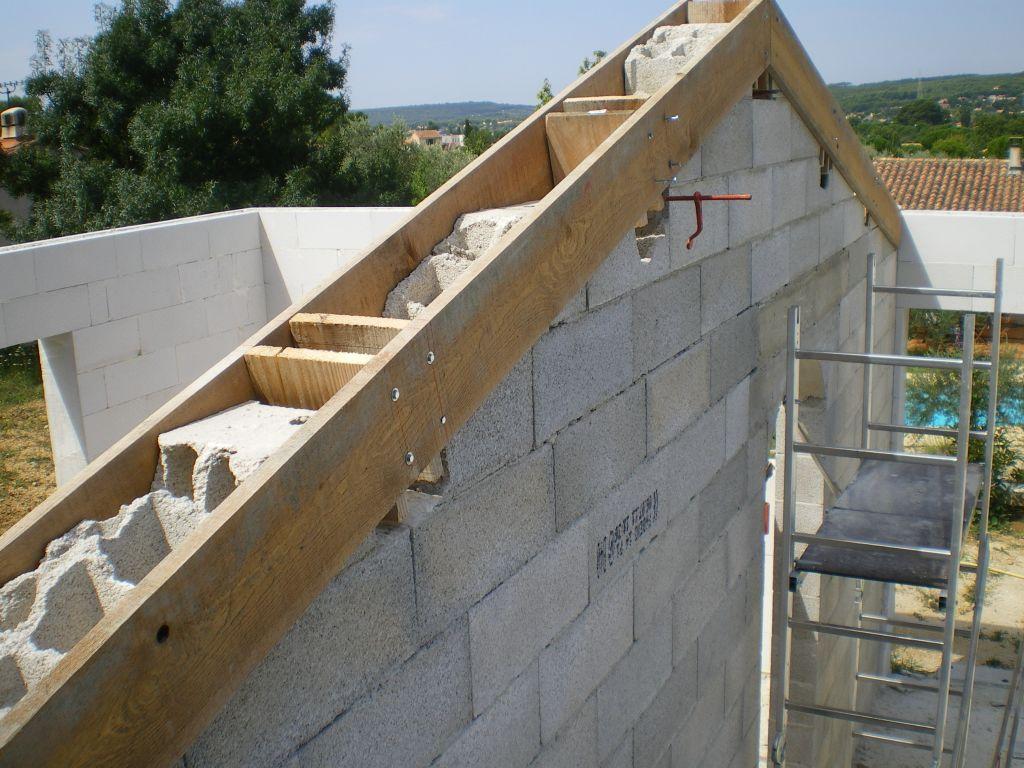 Mur de refend bient t la charpente les pignons de for Comment monter sur un toit