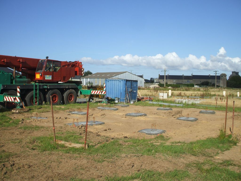 Les plots qui soutiendront les longrines (29/08/2011).