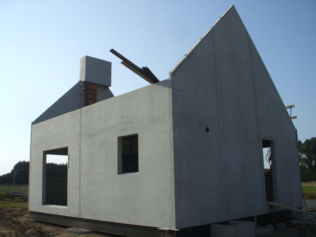 La façade sud et le pignon est.