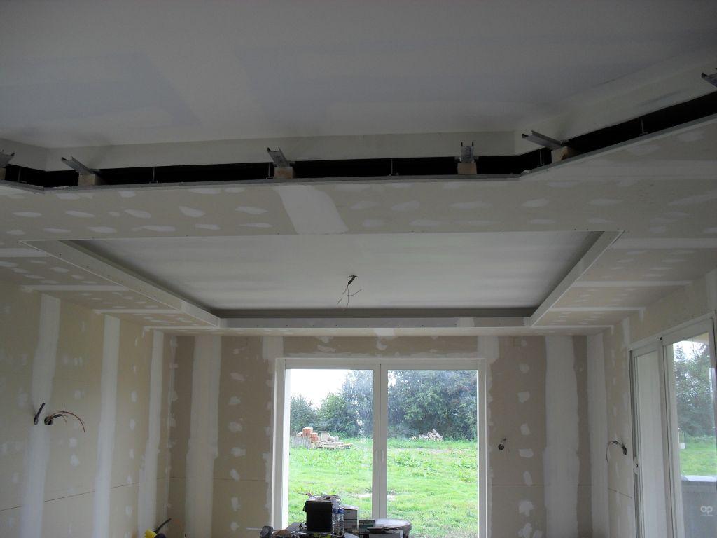 Faux plafond salle salon cuisine corniche salle eure for Decoration faux plafond salon