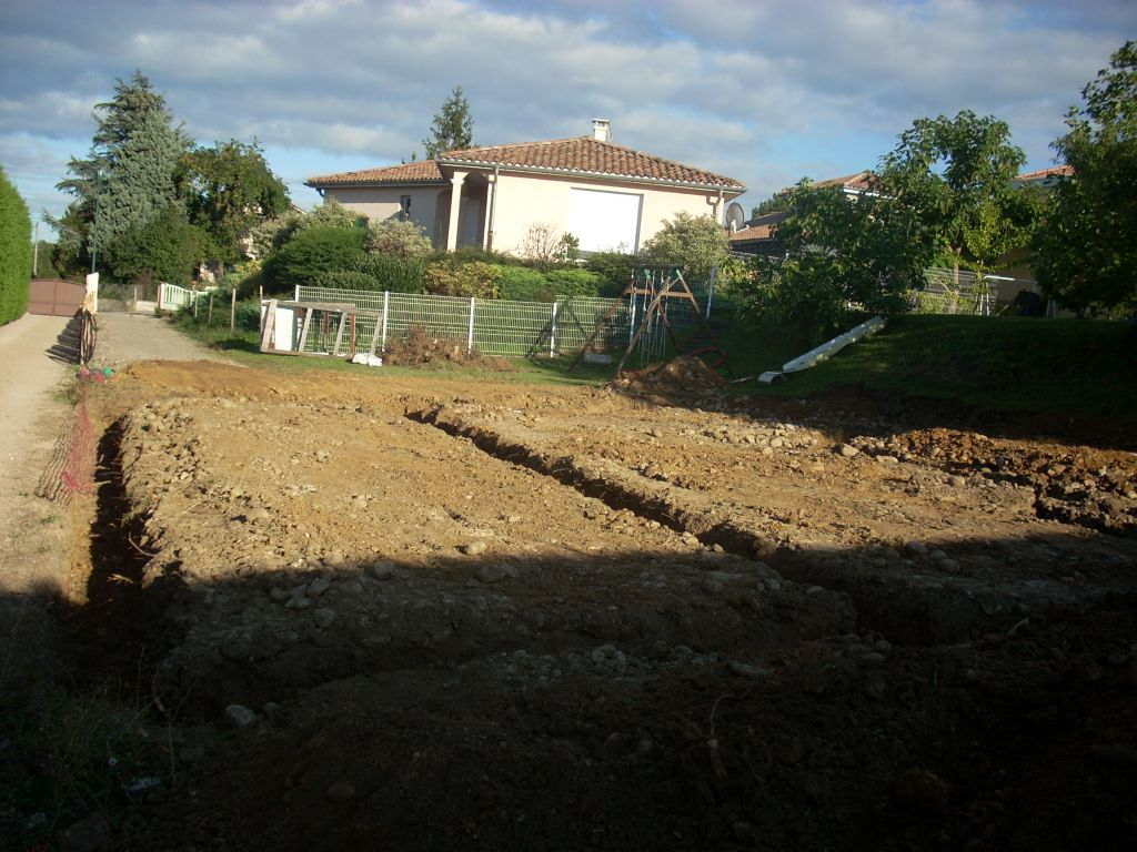 Terrassement des fouilles - vue sur le garage.