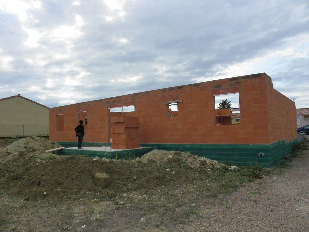 Elevation des murs en cours, presque fini ^^