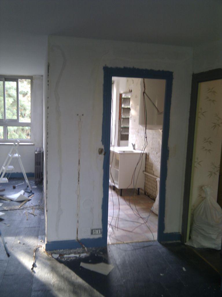 Cuisine : Bout de murs à tomber, Vue depuis le salon