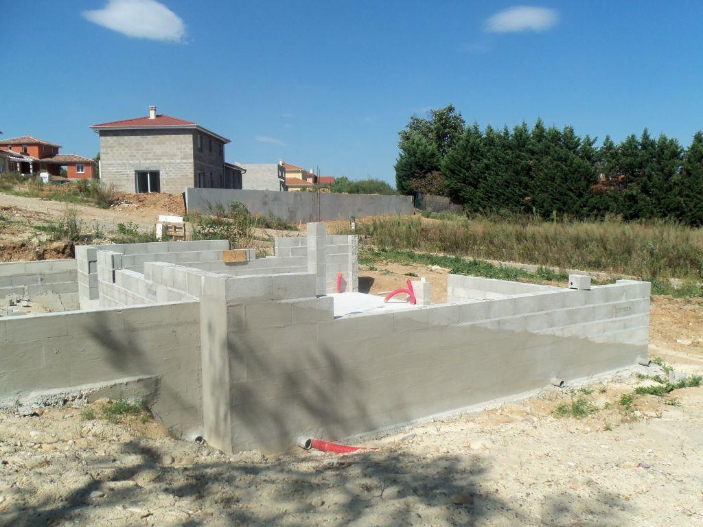 Les travaux ont repris les murs continuent monter la maison gran - Enduit hydrofuge vide sanitaire ...