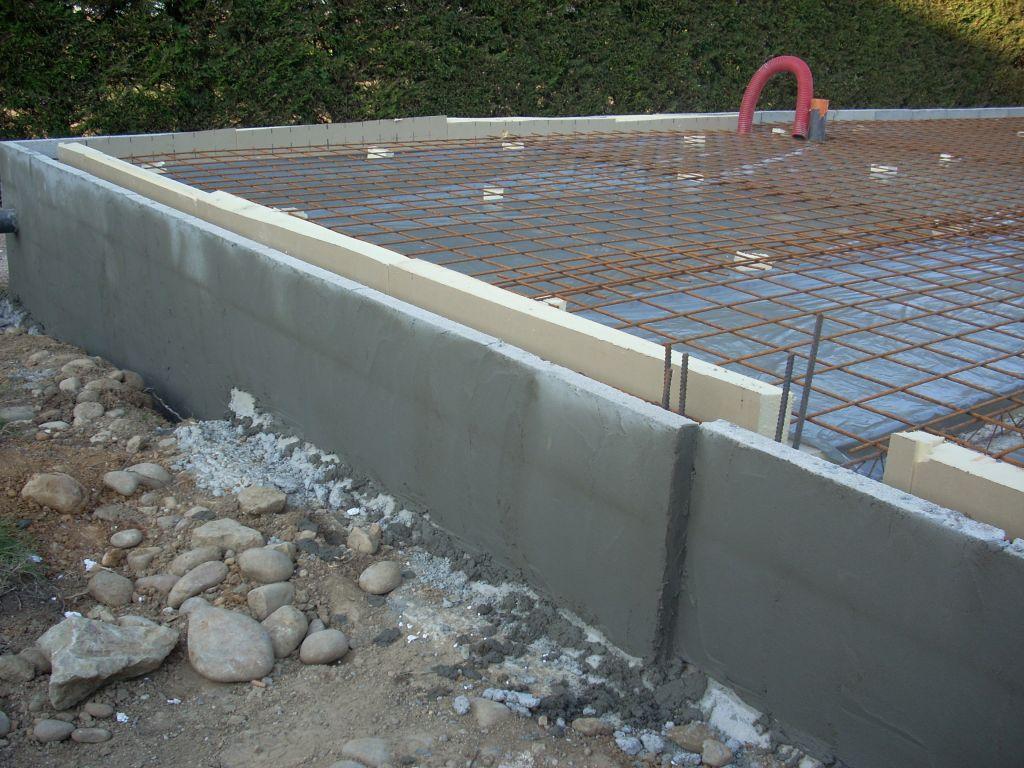 Décalage du soubassement garage/habitation, pour intégrer la sur-épaisseur de l'agepan de 40 mm.