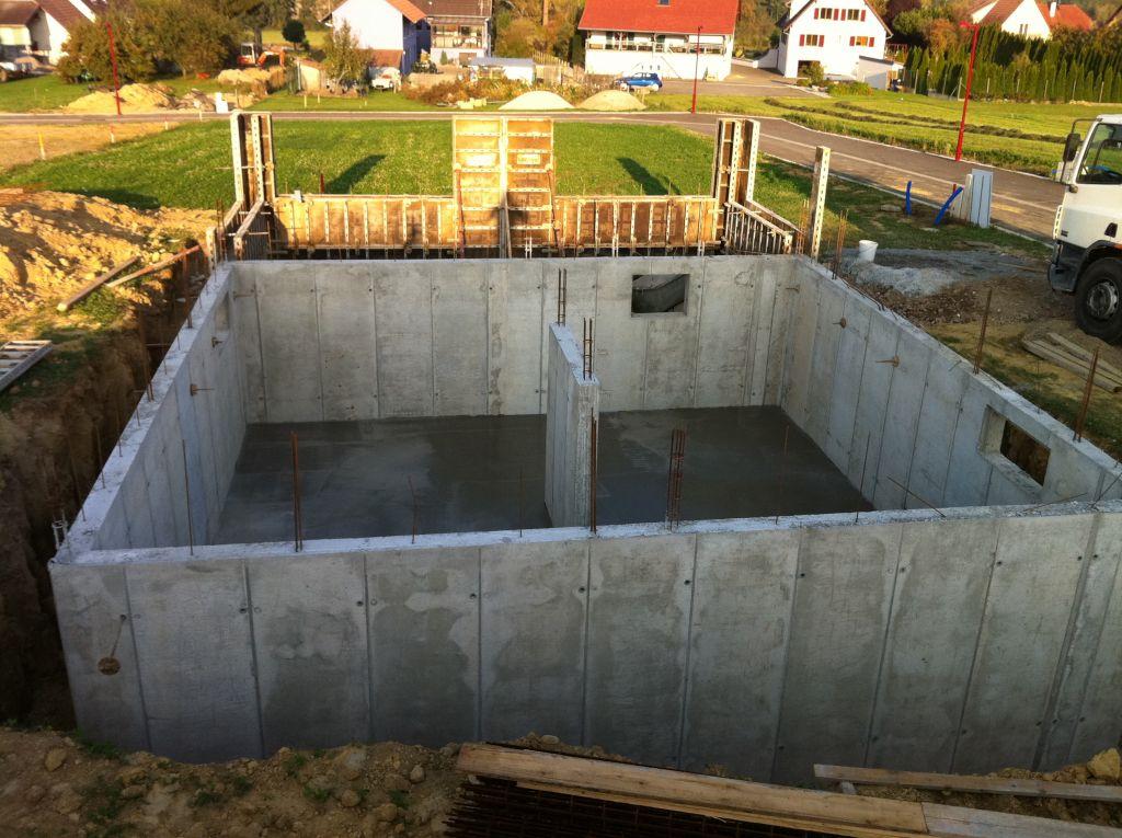 La dalle du sous-sol vient d'être coulée
