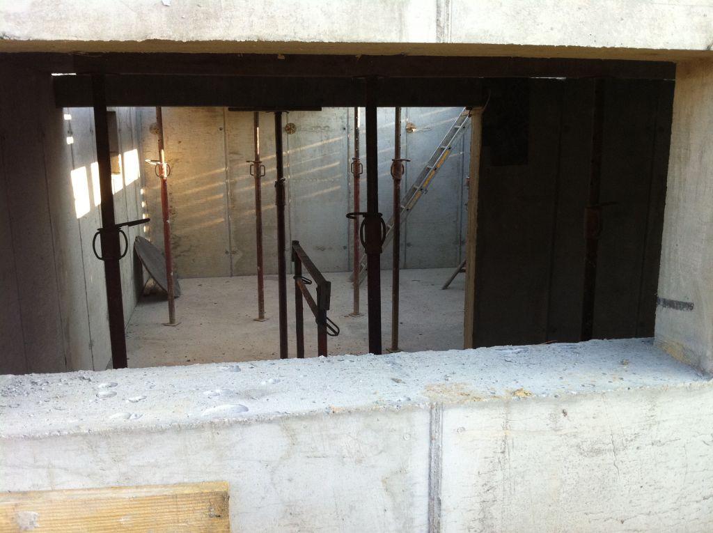 Vue de la cave depuis une fenêtre de cave