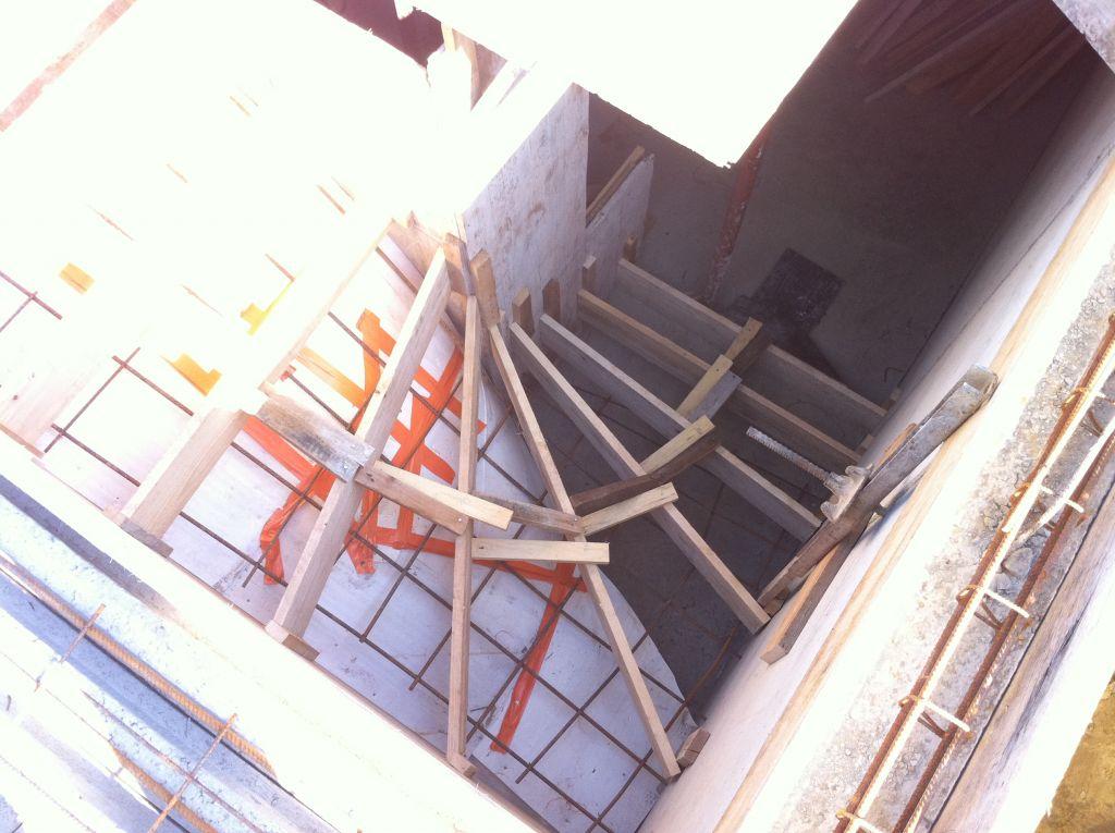 Le coffrage de l'escalier de la cave