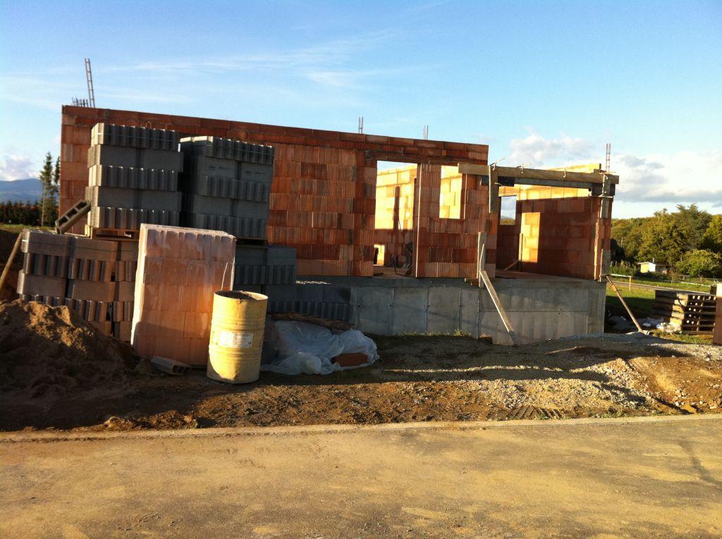 Vue de la maison avec le garage