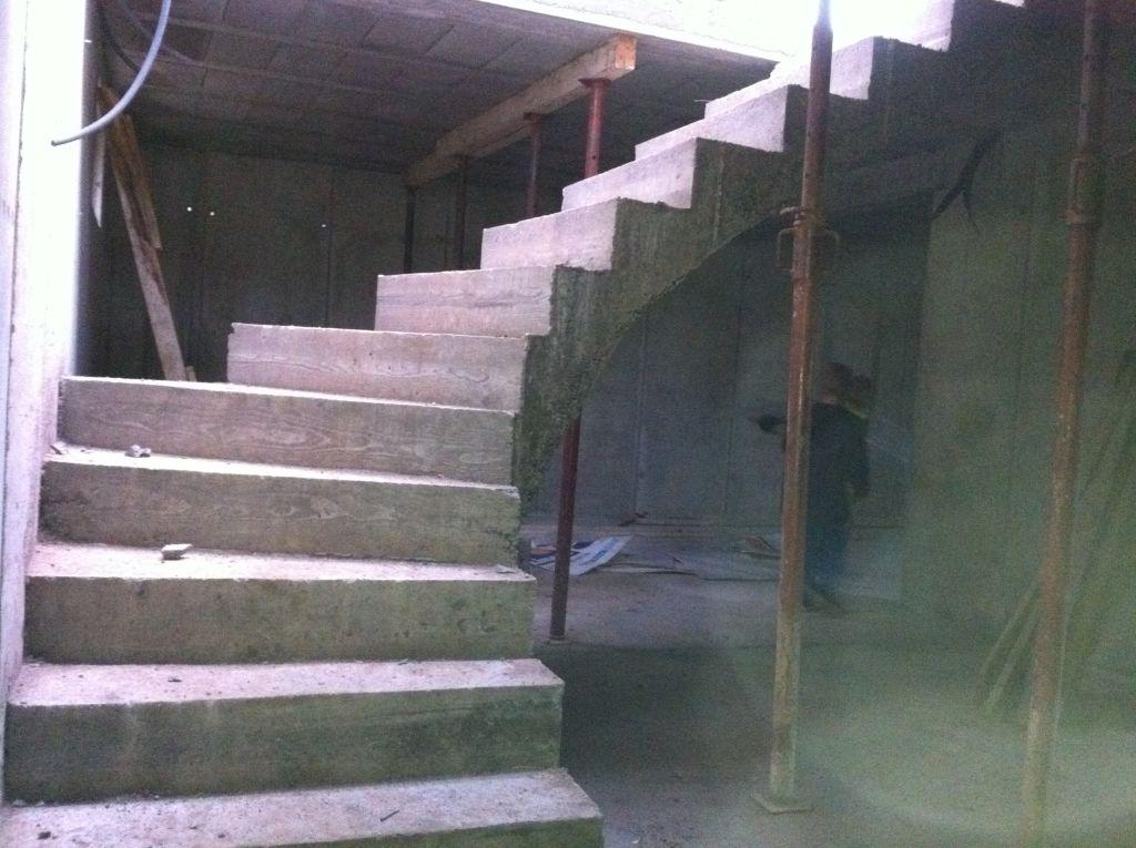 Décoffrage des escaliers du sous-sol