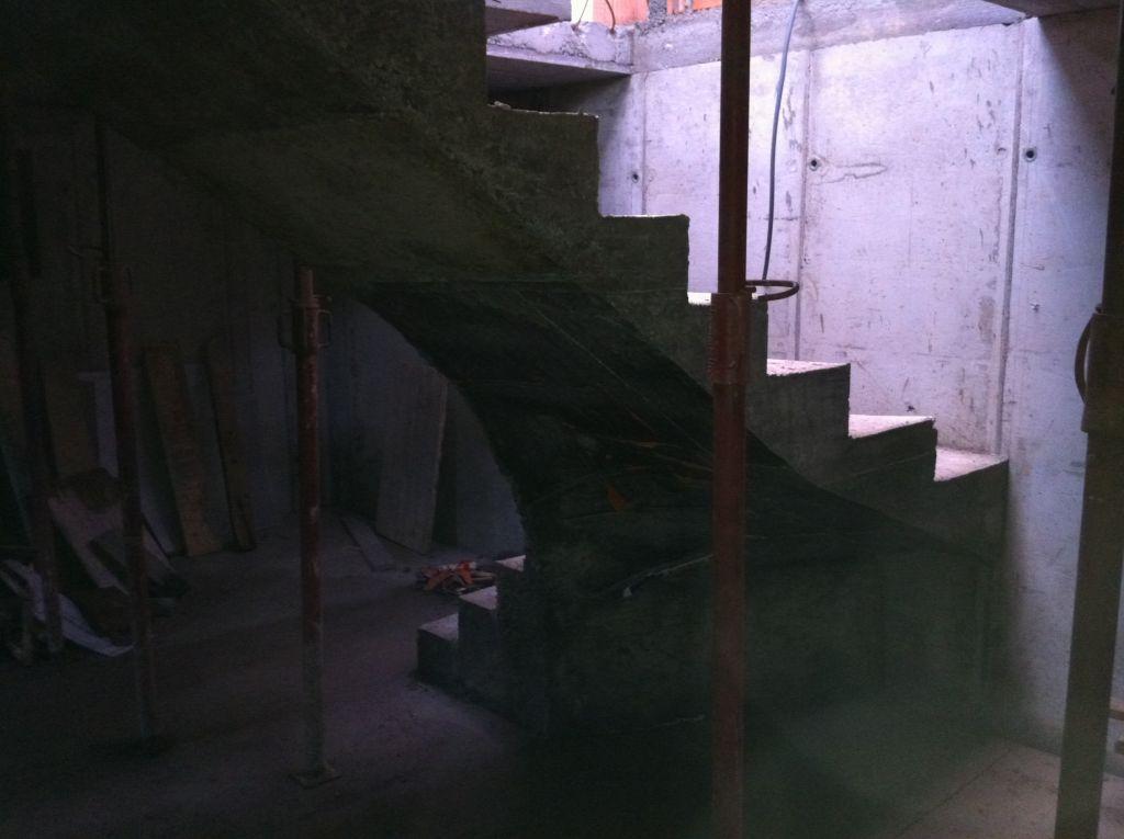 Décoffrage de l'escalier de la cave