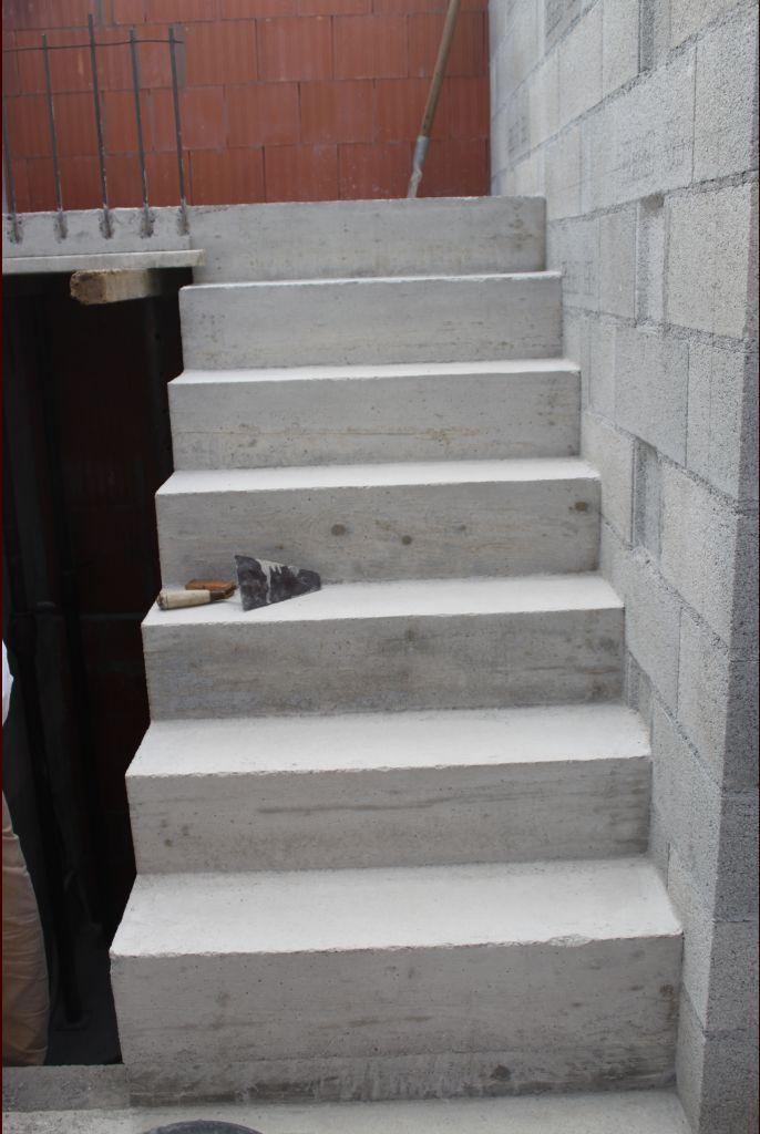 Première partie de l'escalier décoffrée