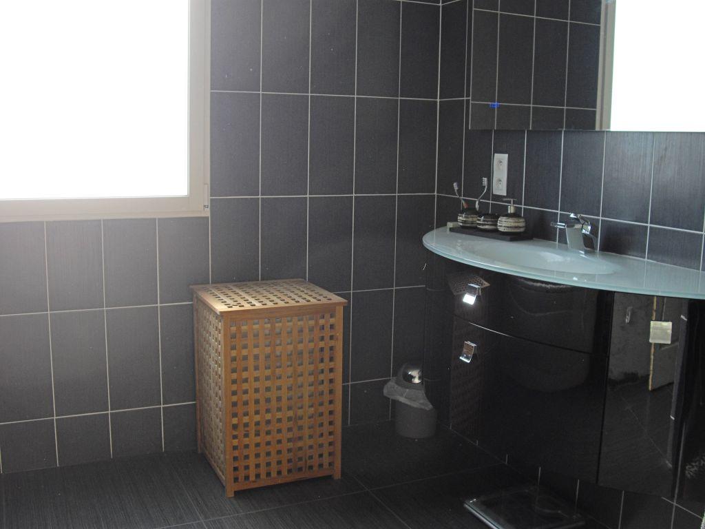 Equipement de la salle de bain le thou charente maritime for Equipement de salle de bain