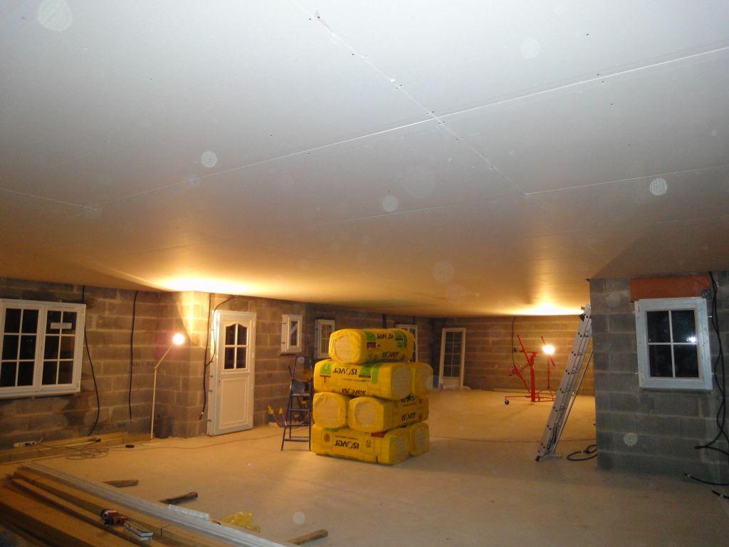 le placo du plafond est terminé.