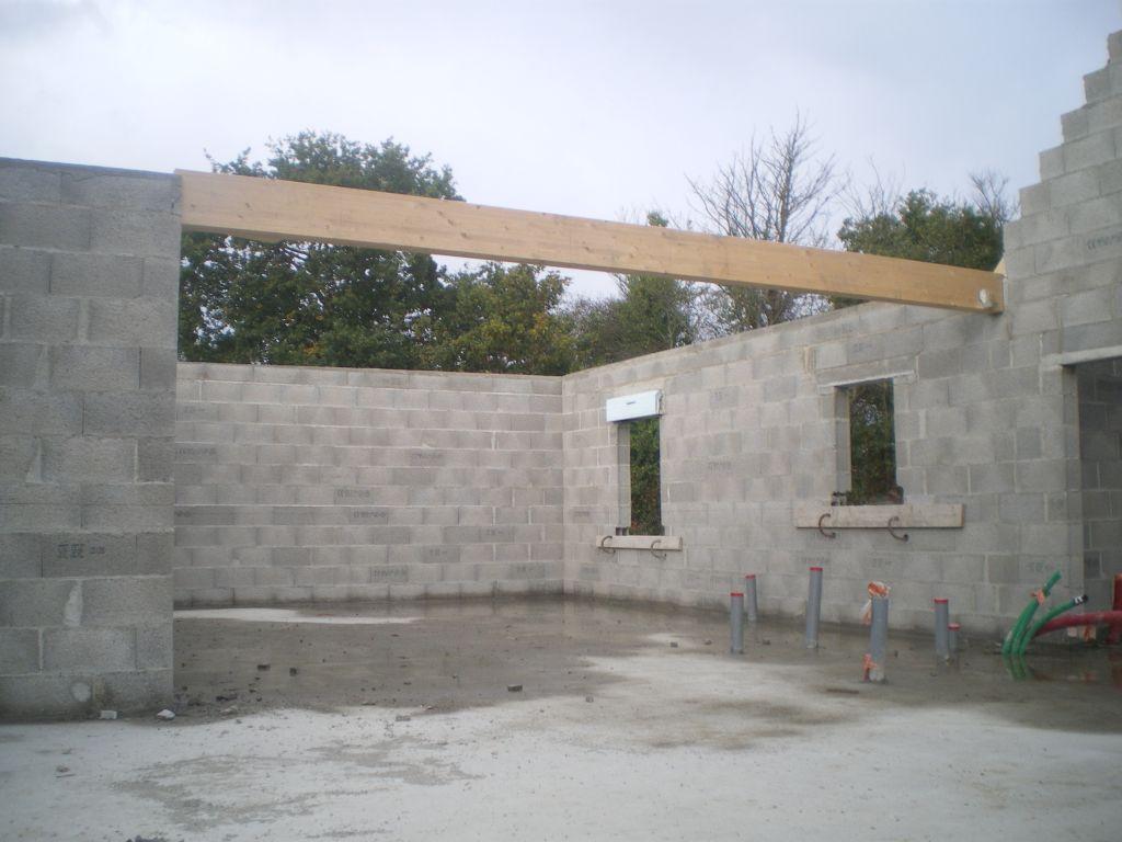 Poutre entre le toit plat et le toit traditionnel