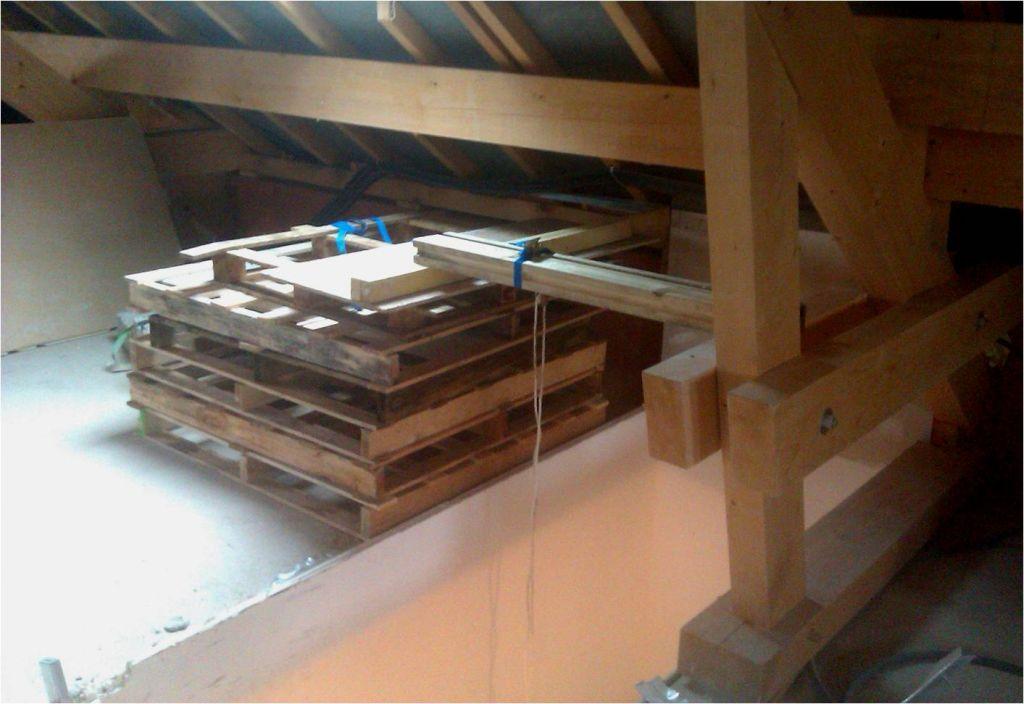 Installation de fortune (mais solide) avec poulie pour monter la bétonneuse à l'étage.