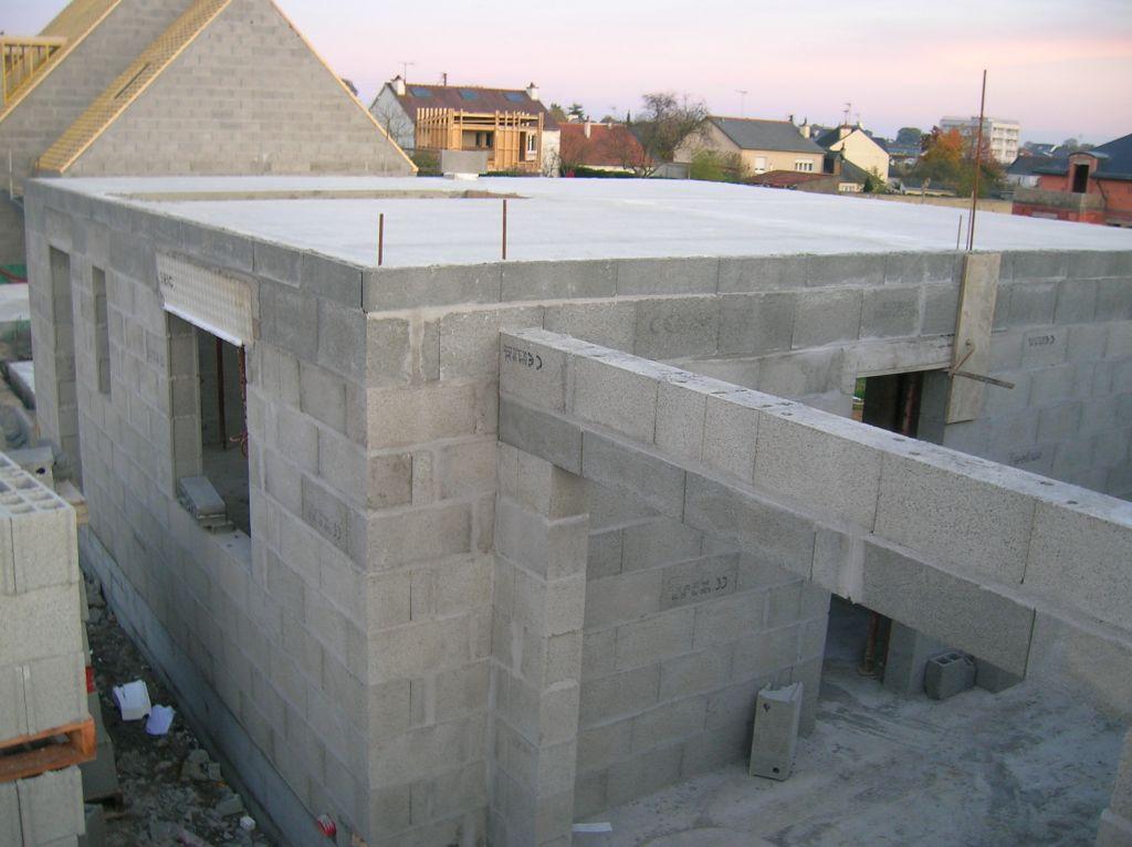 el vation des murs les derniers parpaing avant l 39 tage la dalle de l 39 tage el vation des. Black Bedroom Furniture Sets. Home Design Ideas