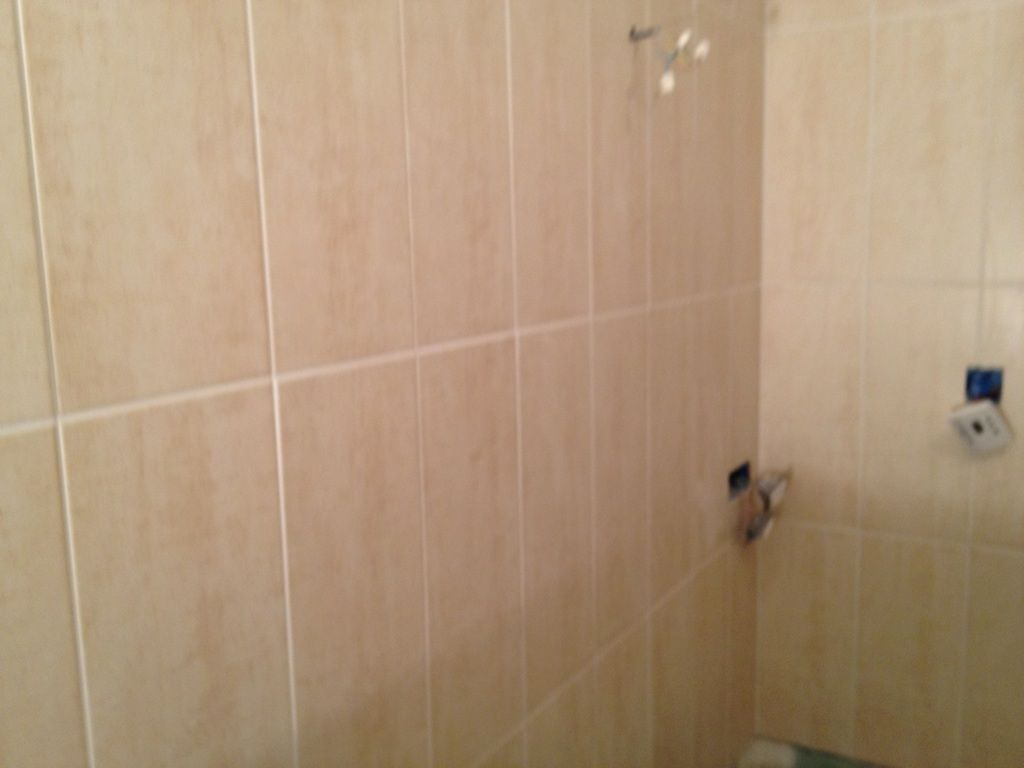 Photo joint faience salle de bain carrelage fa ence for Joint de salle de bain