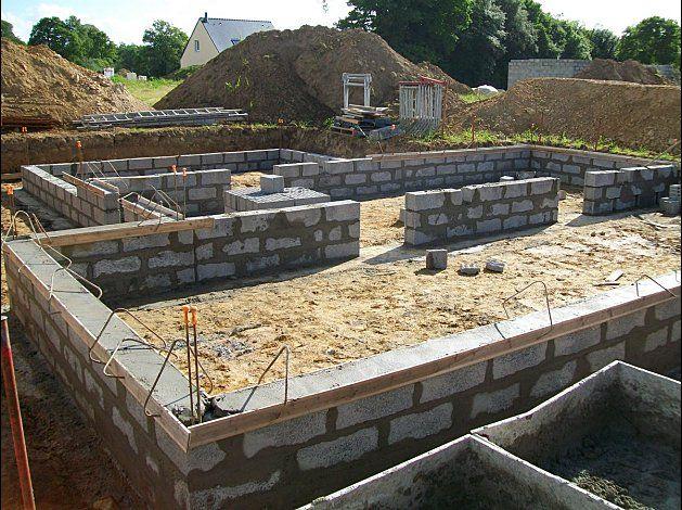 le chantier va commencer pour de bon la dalle est coul e une brique une brique une. Black Bedroom Furniture Sets. Home Design Ideas