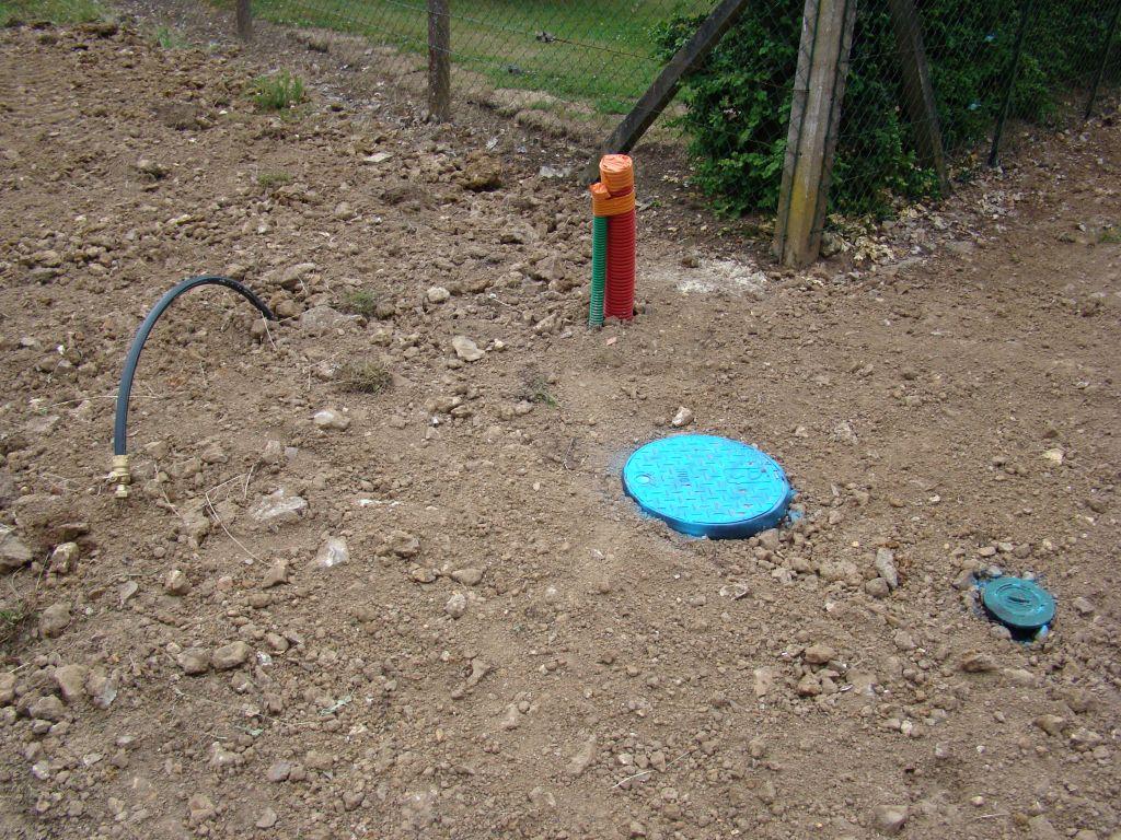 mise en place de l'eau sur le terrain - photo en page 1 du récit...