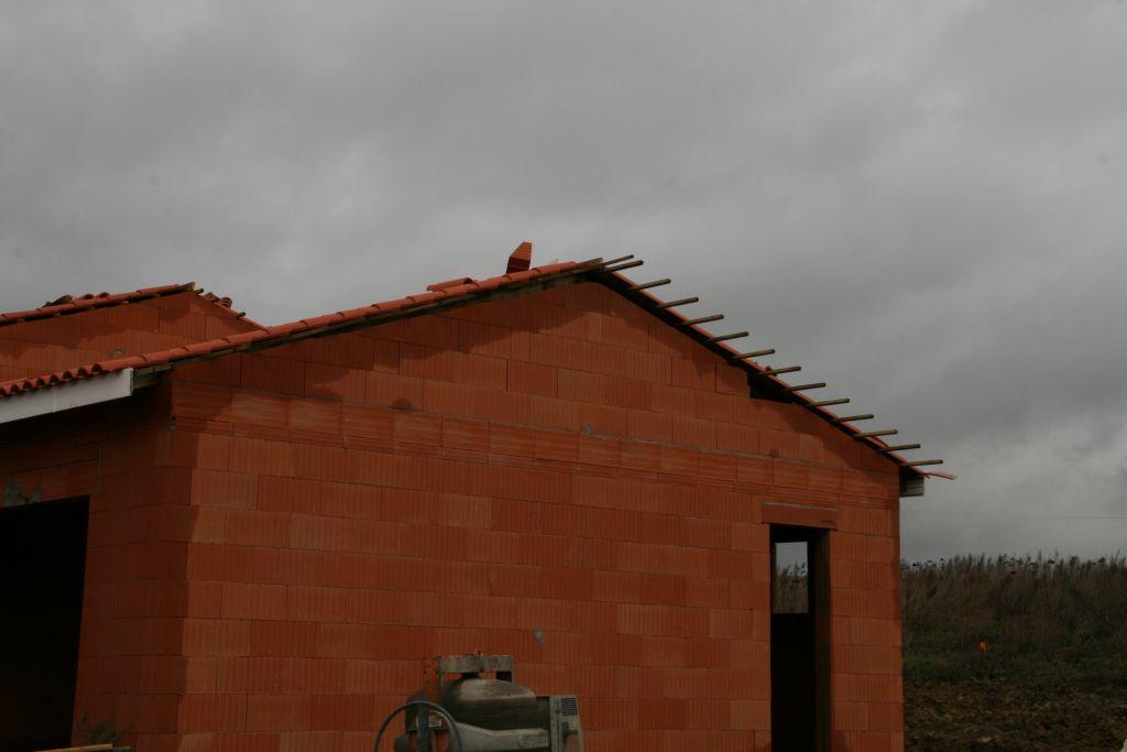 oh, une brique se promène un peu sur le toit...