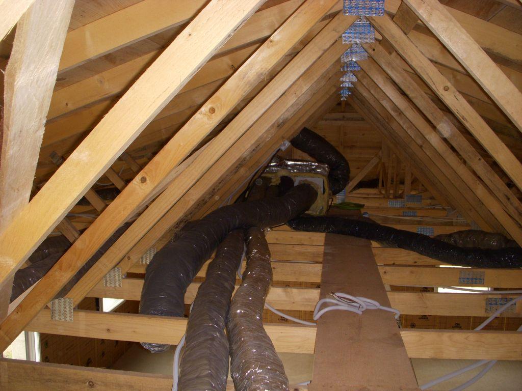 La VMC, manque plus que le plafond pour mettre les bouches, et le le tuyau pour le condensat