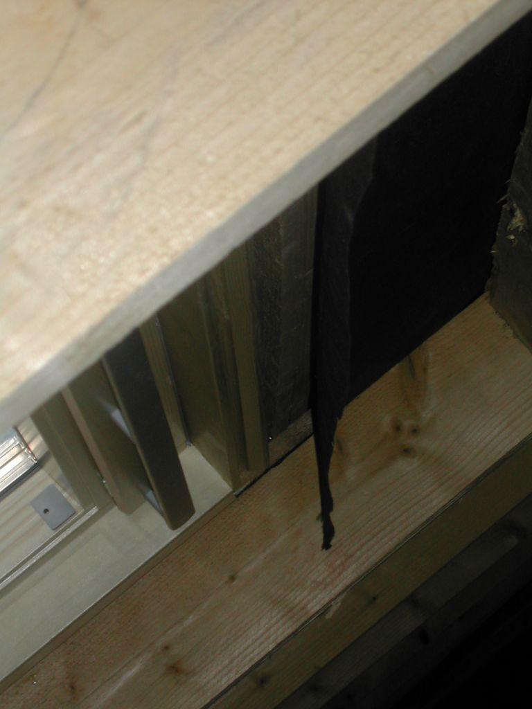 Ect centre : La sous toiture qui pend à l'intérieur plutôt que dans la gouttière!!!