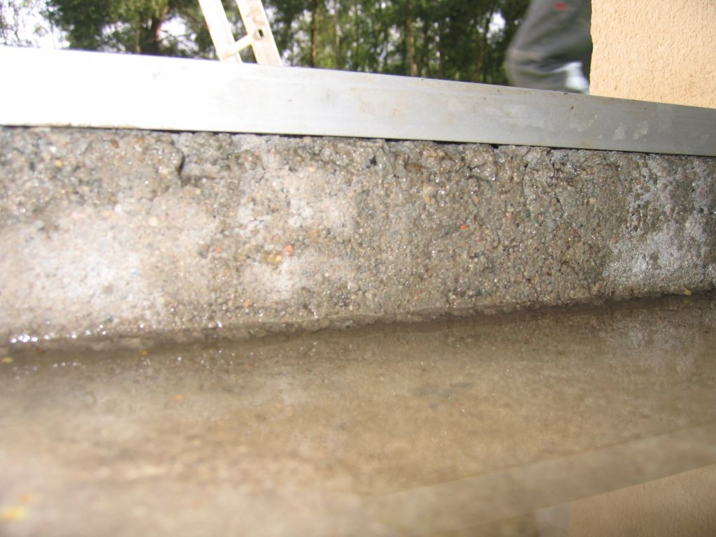 Ect centre : Infiltrations d'eau par le seuil de la porte du garage ) !!