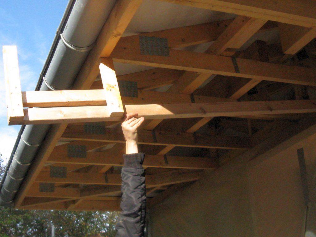 Modèle du gabarit à faire et à poser sur chaqque fermette pour faire les sous-faces et poser la planche de rive qui cachera la goutière