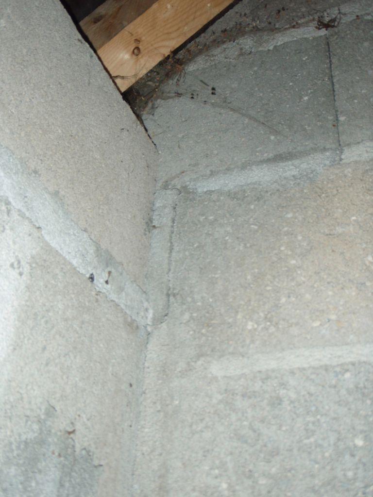 Ect centre : Difficile dans ces conditions de croiser les parpaings dans le chainage vertical !!!