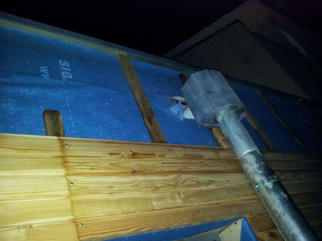 la boîte à eau pour les eaux de pluie du toit du garage