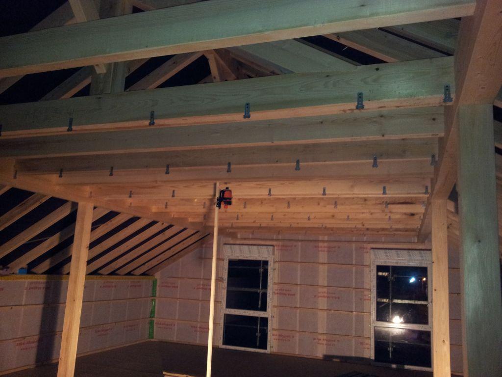 suspentes du plafond de l'étage.