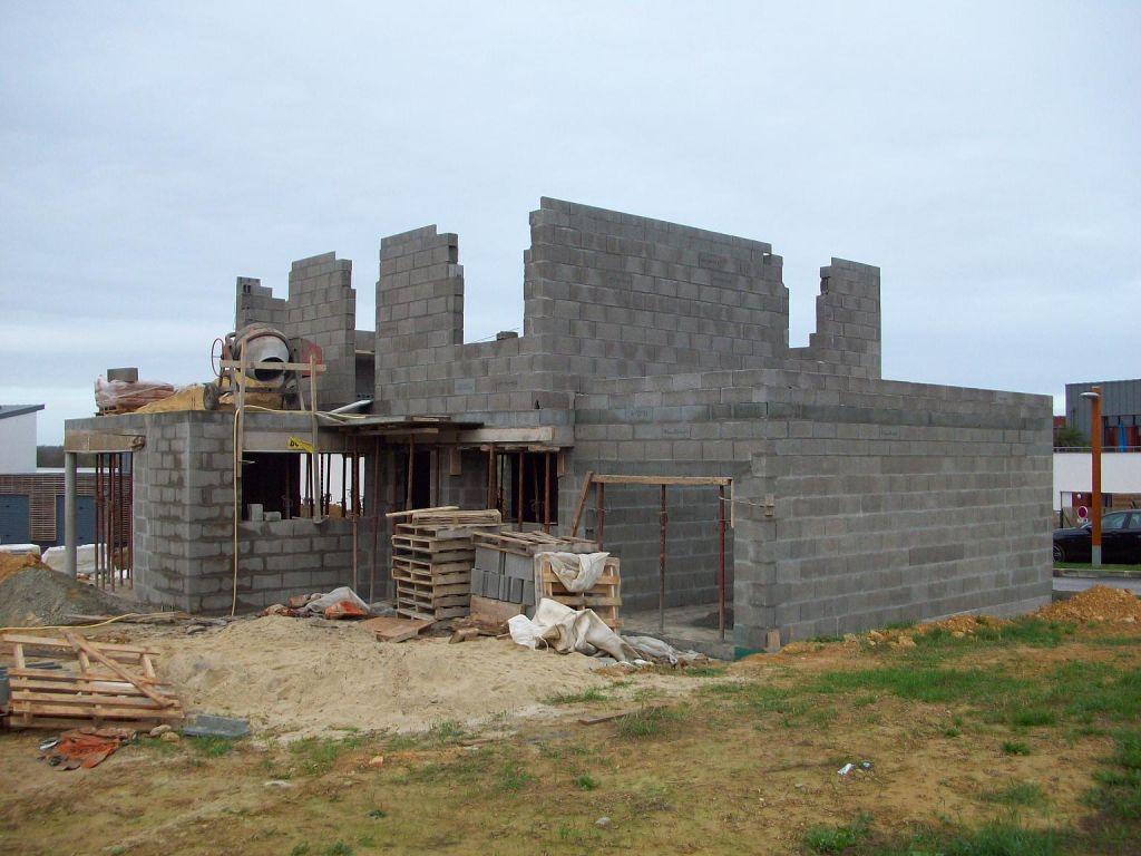 Les murs du 1er se montent vite, très vite.