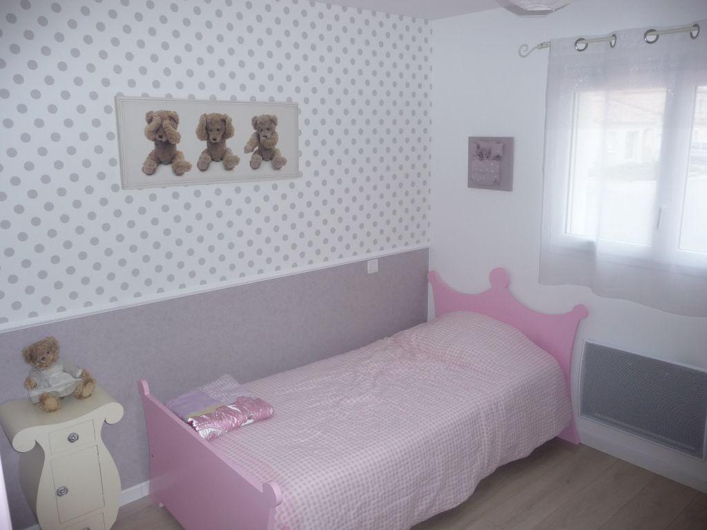 Chambre d'enfant 10m2 teintes murales blanches - La Roche Sur Yon (Vendee - 85) - janvier 2012